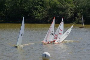 IOM yachts racing at Setley Pond