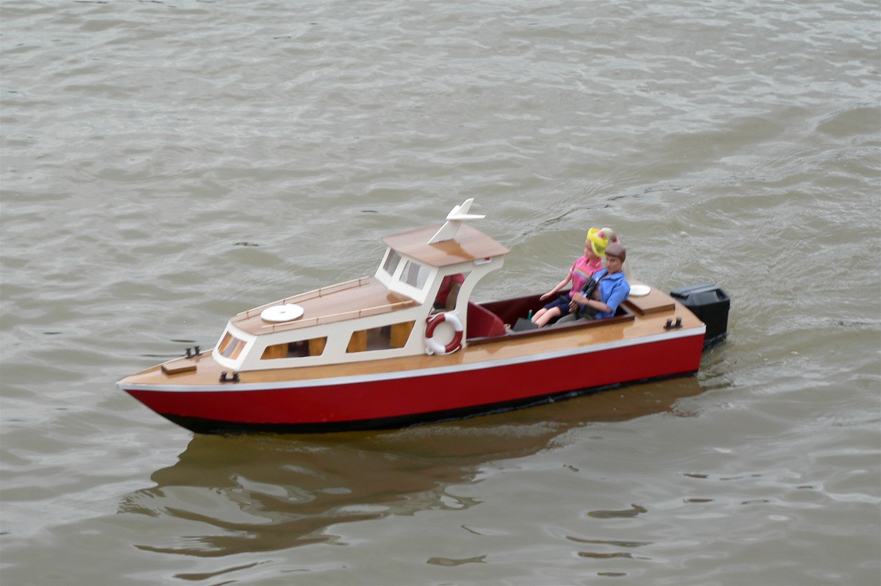 Outboard Cruiser - Lorna and Andrew Soffe