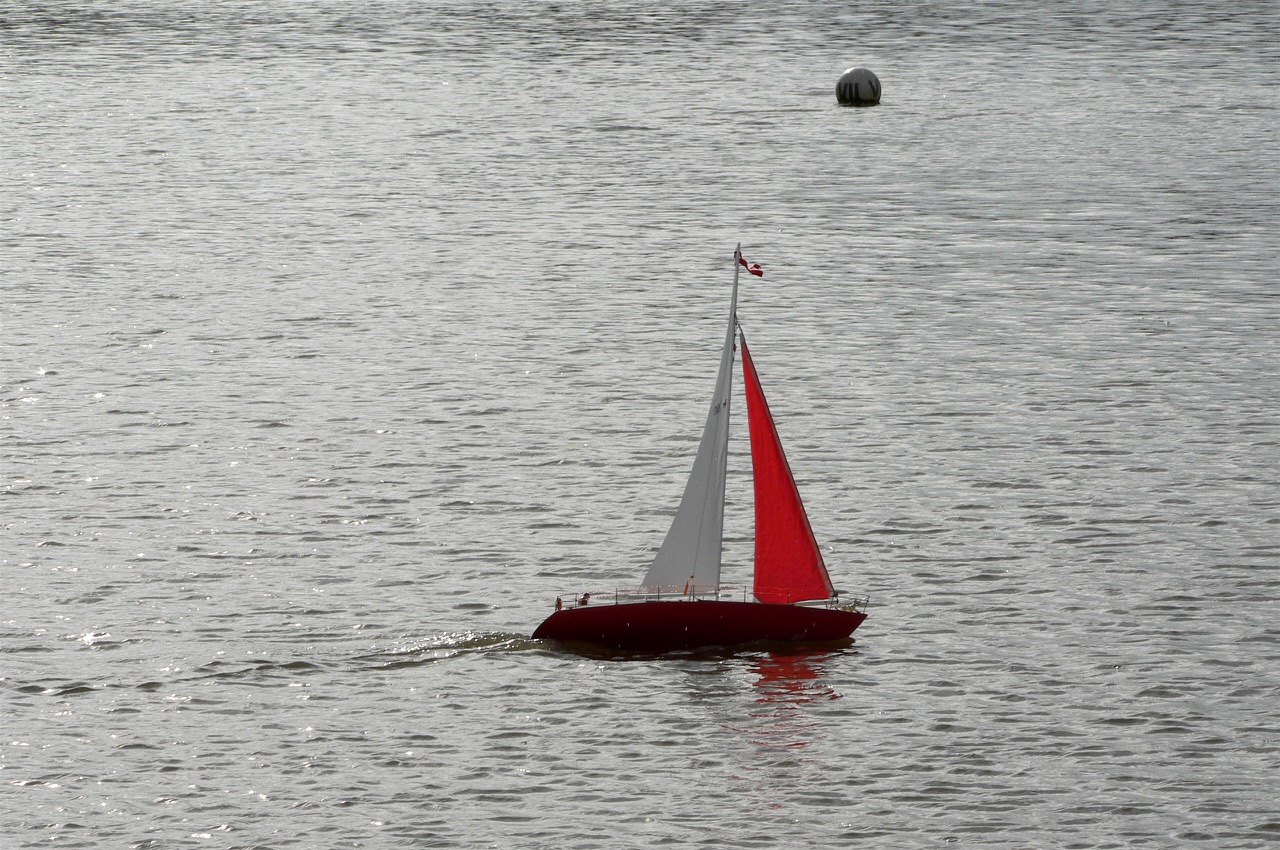 Red Jib sloop - Lorna and Andrew Soffe