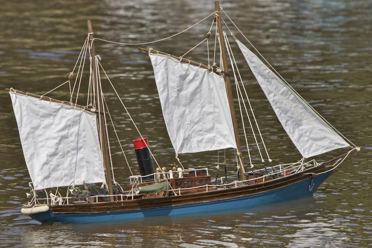 Thames yacht - David Searle
